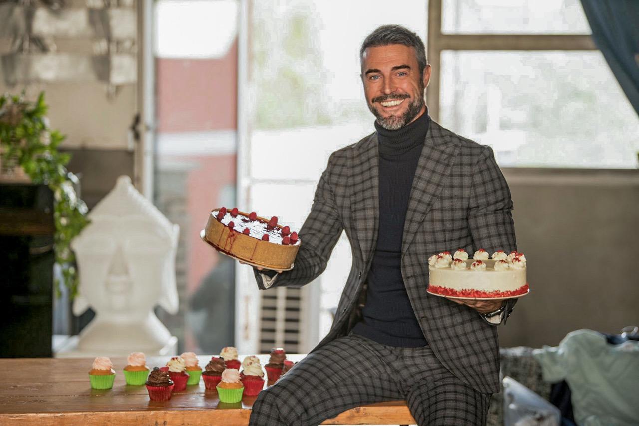 Flavio Montrucchio con le torte a Bake Off Italia