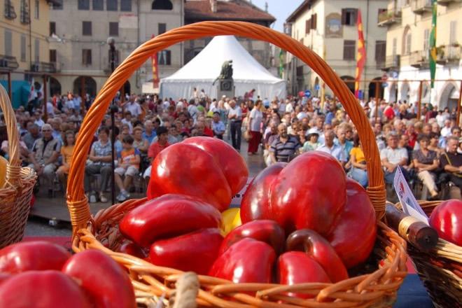 Il peperone, simbolo della città di Carmagnola
